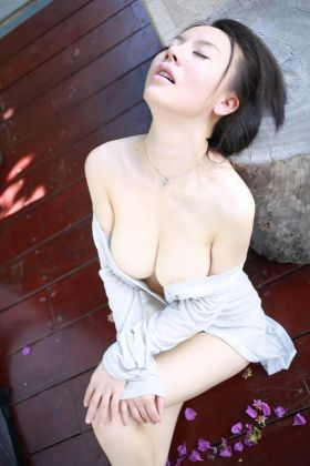 Call girl Linda (21 yrs, Doha)