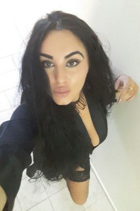 Call girl, Rania, 21 year, Doha, Qatar