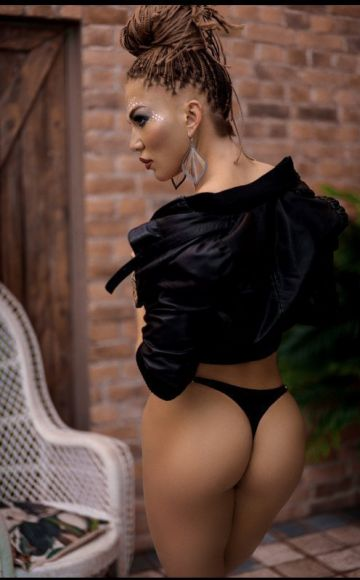 Escort girl Caro (Doha),