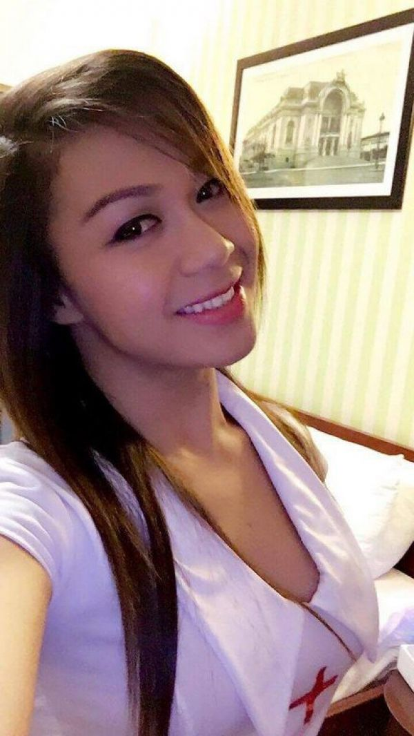 VIP treatment from 28 year-old elite escort TsCumSaLoTxxx Shemale