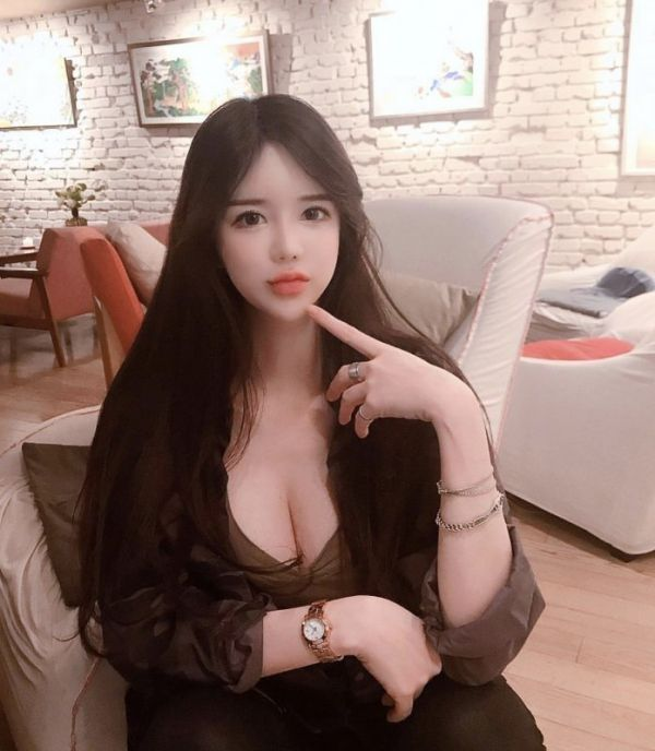 24 7 Doha escort What sapp, aged 18 is always at your service