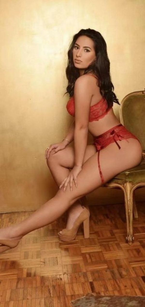 Sara Dream Girlq available on hooker boards