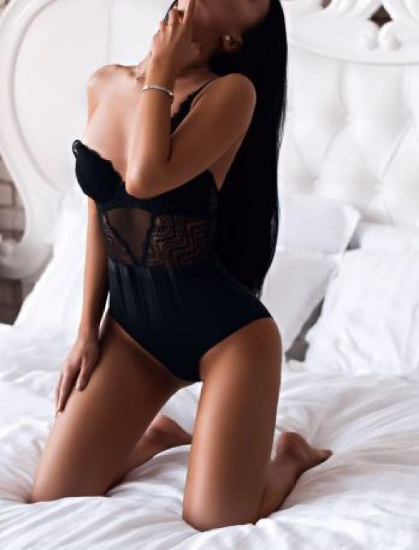 One of the kinkiest escorts for couples available on Sexdoha.club