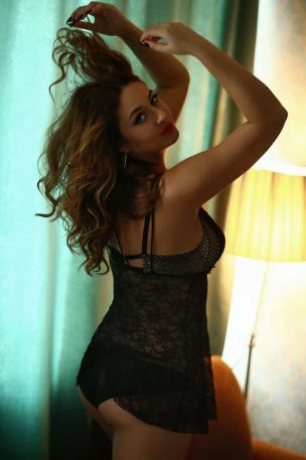 Enjoy the company of a perfect Doha escort Leina