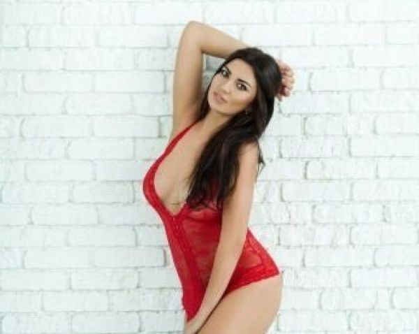 Qatar private escort Liza for sex, OWO, massage