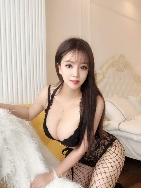 Have sex in Doha with a 23 y.o. escort Lisa